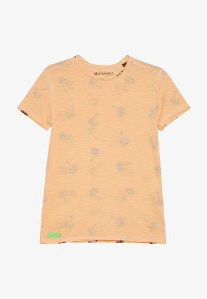 BOYS PALMEN ALLOVER - Print T-shirt - neon orange oil