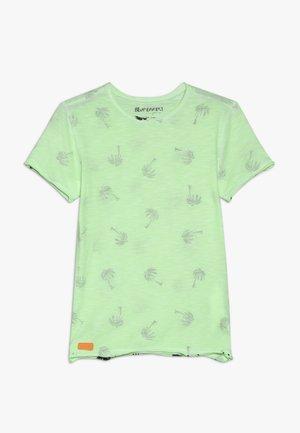 BOYS PALMEN ALLOVER - Print T-shirt - neon grün oil