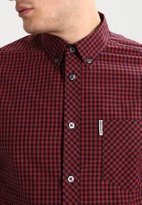 Ben Sherman - CORE GINGHAM - Overhemd - burgundy - 4
