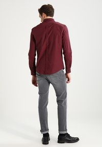 Ben Sherman - CORE GINGHAM - Overhemd - burgundy - 2