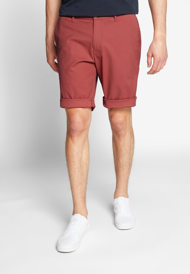SIGNATURE CHINO - Shorts - teracotta