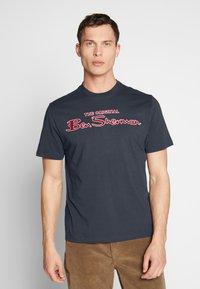 Ben Sherman - SIGNATURE LOGO TEE - Print T-shirt - dark navy - 0