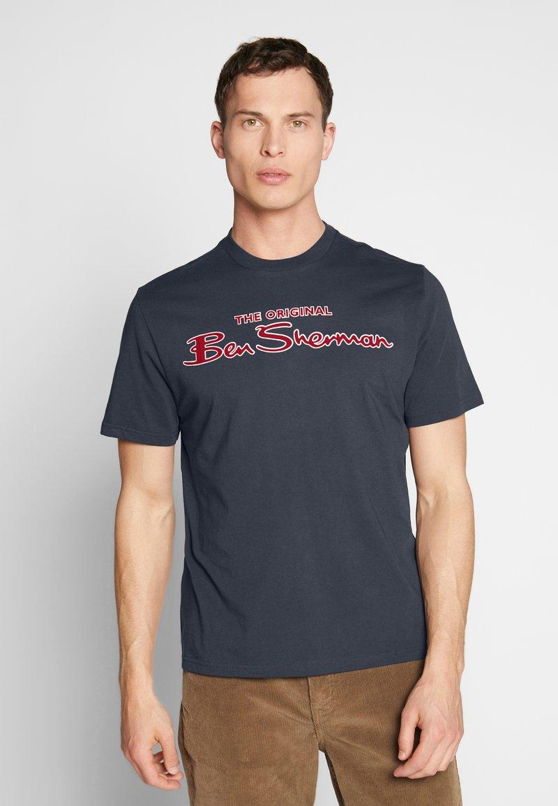 Ben Sherman - SIGNATURE LOGO TEE - Print T-shirt - dark navy
