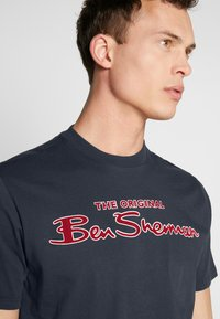 Ben Sherman - SIGNATURE LOGO TEE - Print T-shirt - dark navy - 3