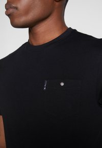 Ben Sherman - SIGNATURE TEE - T-shirt basic - black - 4