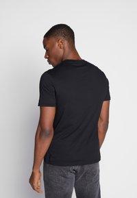 Ben Sherman - SIGNATURE TEE - T-shirt basic - black - 2