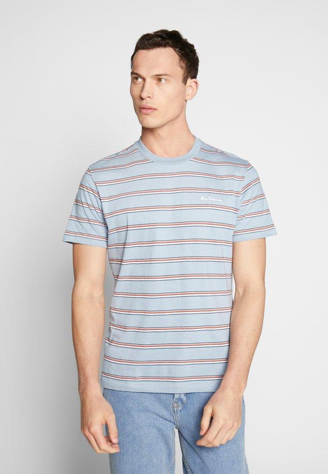 VINTAGE STRIPE TEE - Print T-shirt - dusky blue