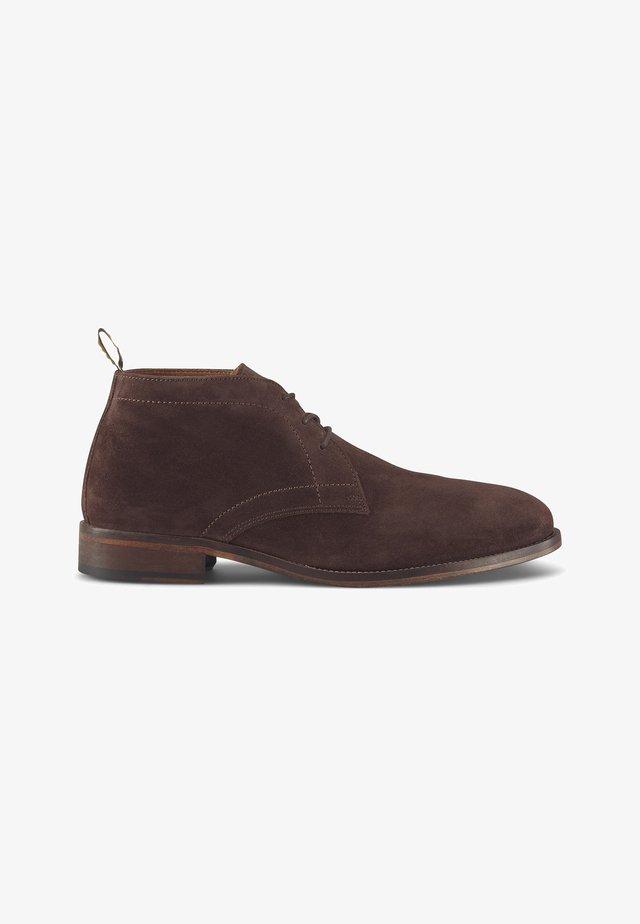 DESERT - Lace-up ankle boots - dunkelbraun