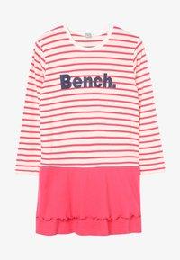 Bench - Noční košile - coral/offwhite - 2