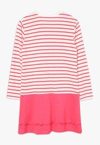 Bench - Noční košile - coral/offwhite - 1