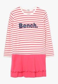Bench - Noční košile - coral/offwhite - 0