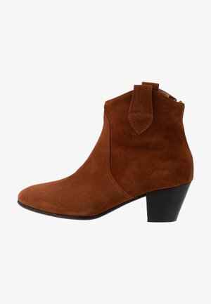 ACE BOOT - Botki - cognac