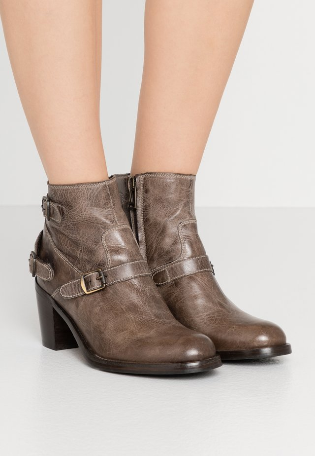 TRIALMASTER SHORT - Ankle boots - pale bronze