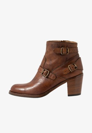TRIALMASTER SHORT - Ankle boot - cognac
