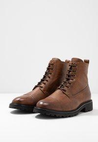 Belstaff - NEW ALPERTON BOOT - Šněrovací kotníkové boty - cognac - 2
