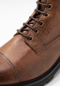 Belstaff - NEW ALPERTON BOOT - Šněrovací kotníkové boty - cognac - 5