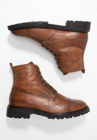 Belstaff - NEW ALPERTON BOOT - Šněrovací kotníkové boty - cognac - 1