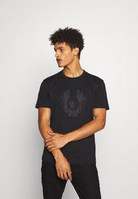 Belstaff - APPLIQUE PHOENIX - Print T-shirt - black - 0