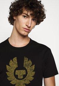 Belstaff - COTELAND  - Print T-shirt - black - 3