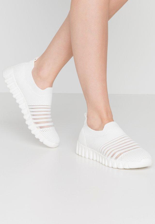 WYLIE - Nazouvací boty - white