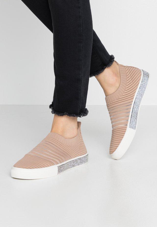 IRIS - Nazouvací boty - blush