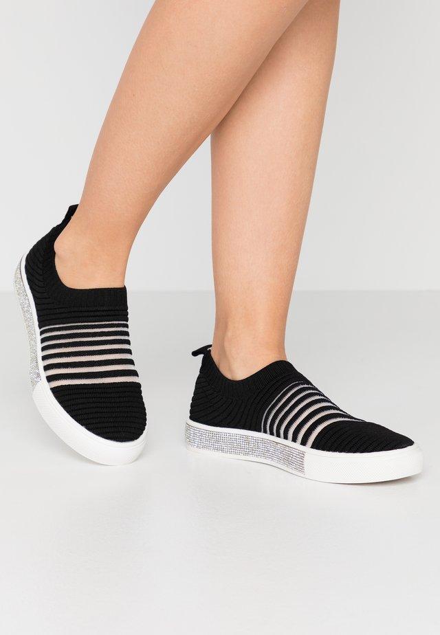 IRIS - Nazouvací boty - black