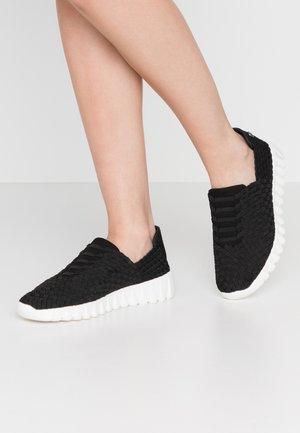 VIVALDI - Nazouvací boty - black