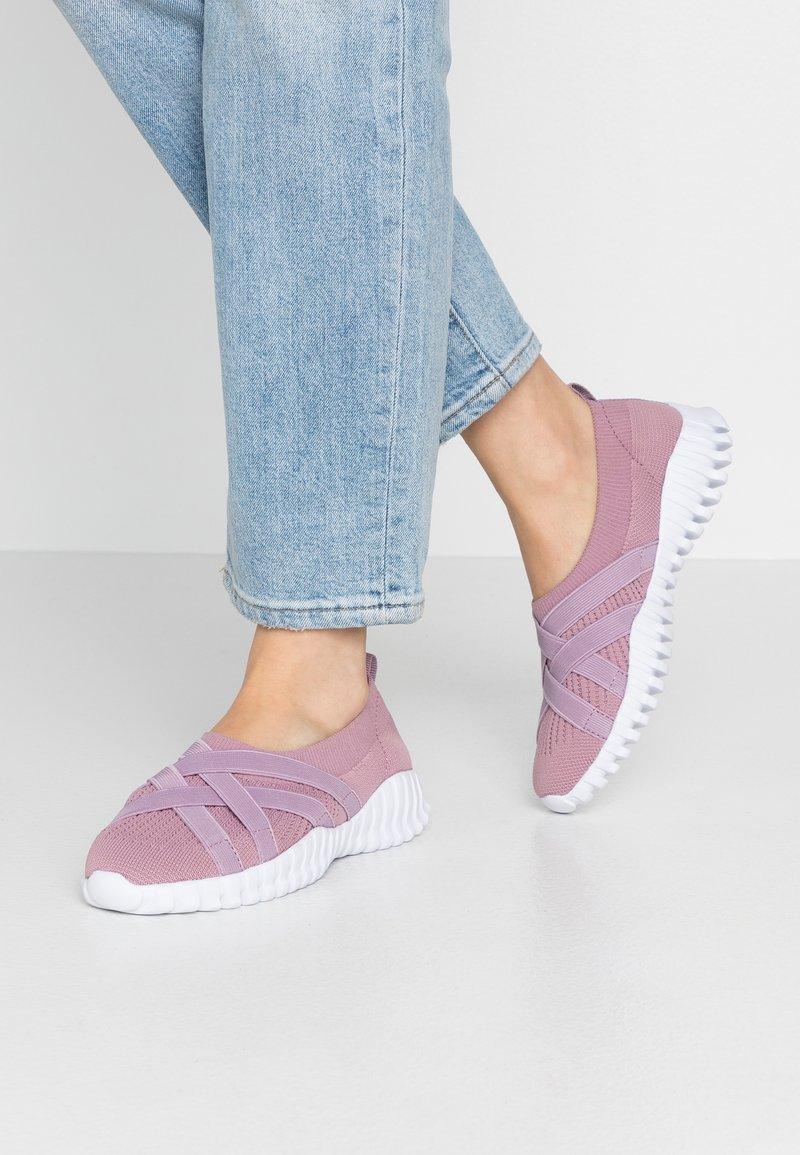 Bernie Mev - DAWA - Nazouvací boty - pink