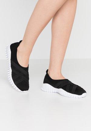 DAWA - Nazouvací boty - black
