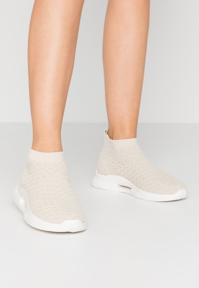 LEVANA - High-top trainers - nude