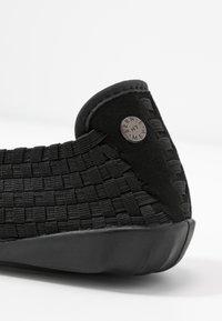 Bernie Mev - CATWALK - Nazouvací boty - black - 5