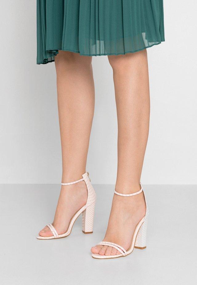JACINDA - Korolliset sandaalit - beige