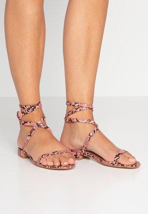 GRACE - Sandaalit nilkkaremmillä - pink