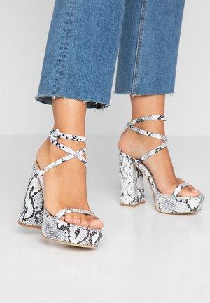 SAMANTHA - Højhælede sandaletter / Højhælede sandaler - black/white