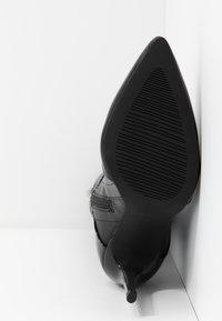 BEBO - OLERIA - Boots med høye hæler - black - 6