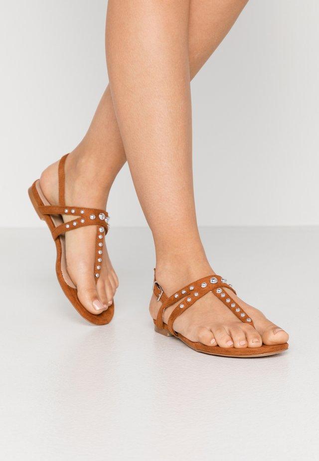 MORA - Sandály s odděleným palcem - tan
