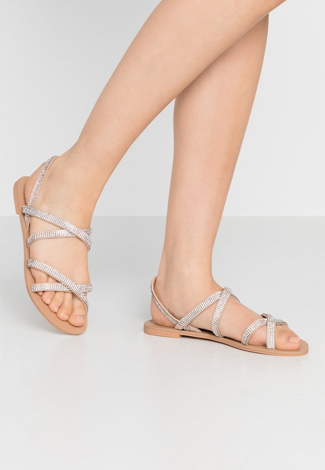 SPARK - Sandály - nude
