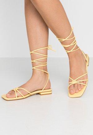 JADON - Sandaalit nilkkaremmillä - yellow