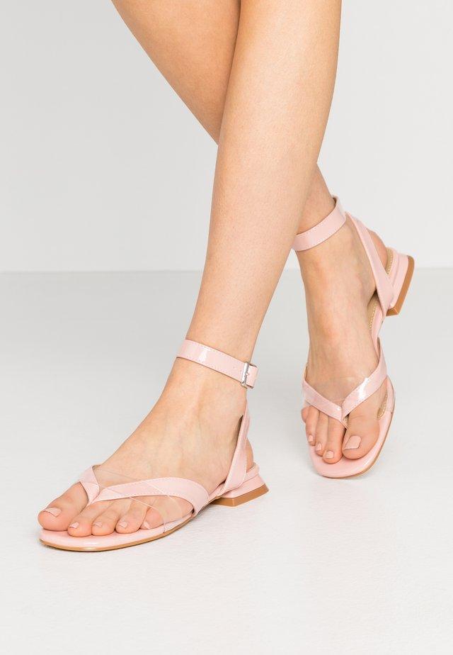 VEGAS - Sandály s odděleným palcem - clear/blush