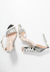 BEBO - INARA - Sandaler med høye hæler - black/white - 3