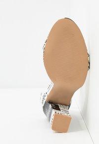 BEBO - INARA - Sandaler med høye hæler - black/white - 6