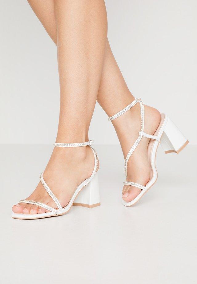 AMBROSE - Sandalen met hoge hak - white