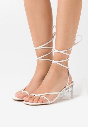 GLENDALE - Flip Flops - white