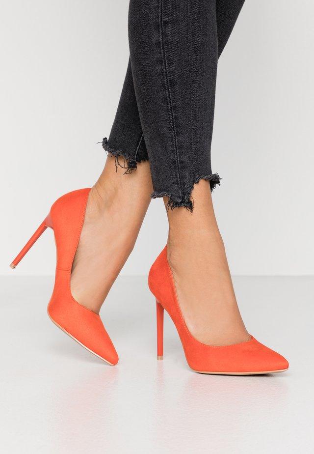 ANTIX - Klassiska pumps - orange