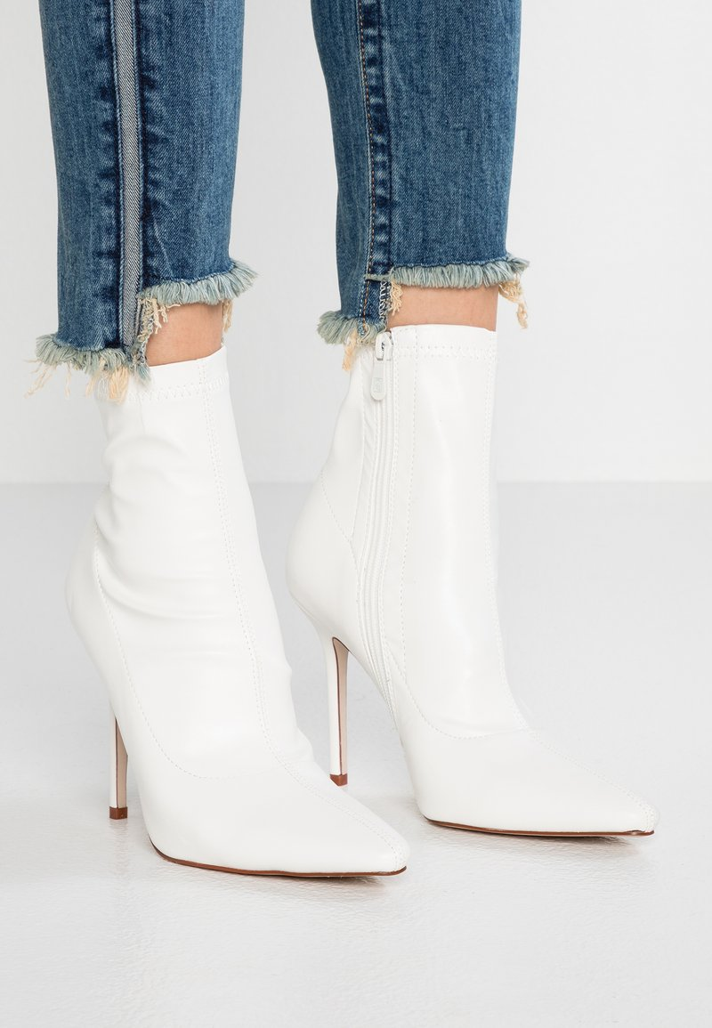 BEBO - DELANEY - High heeled ankle boots - white