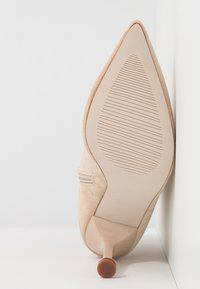 BEBO - IRENEE - Kotníková obuv na vysokém podpatku - nude - 6