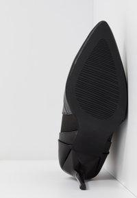 BEBO - AXELLE - Botines de tacón - black - 6
