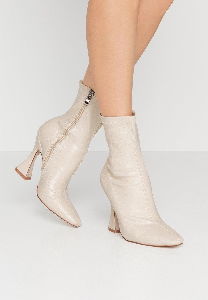 BEBO - NOAH - Kotníková obuv na vysokém podpatku - nude