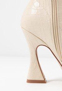 BEBO - NOAH - Kotníková obuv na vysokém podpatku - nude - 2