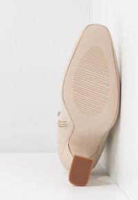 BEBO - NOAH - Kotníková obuv na vysokém podpatku - nude - 6